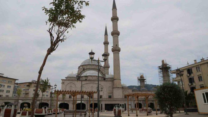 ULU CAMİ'YE KÜTÜPHANE